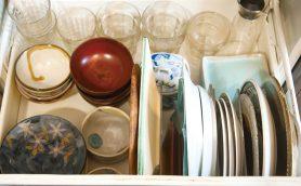 【シンク下収納】無印良品のアクリルスタンドが活躍! お皿を立てればスッキリ取り出せる