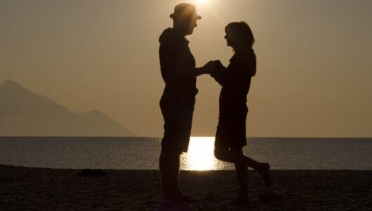 """プロポーズを成功させたいなら「ハワイのビーチ」で! 女性は""""雰囲気""""を重要視している"""
