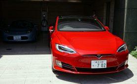 スマホでクルマを自動駐車! マイナーチェンジしたテスラ・モデルSの新機能を体感