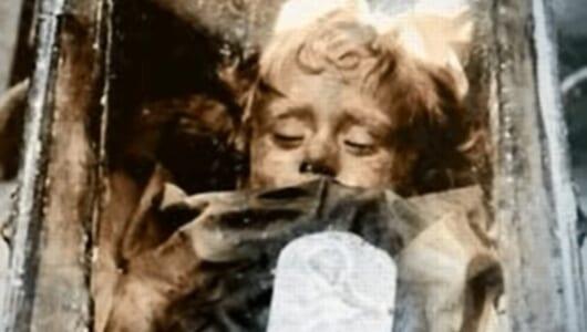 """「世界一美しいミイラ」は生きている? 瞬きするミイラ""""ロザリア・ランバルド""""のナゾ"""