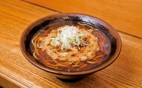 【昼は立ち食いそば】未体験の天ぷらそばが味わえる横須賀中央の老舗「えびすや」
