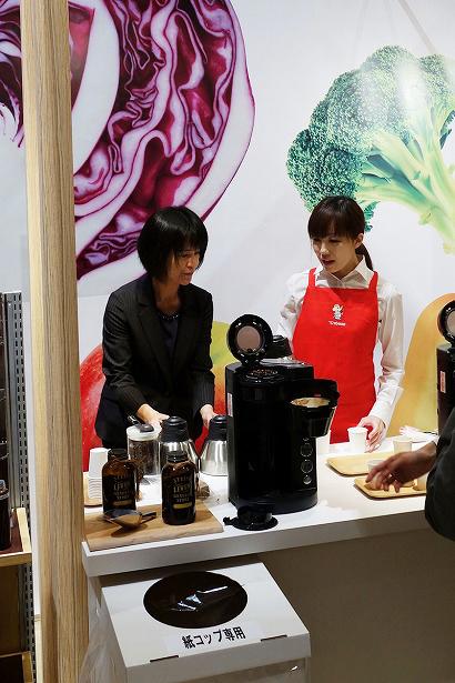 ↑現在発売中のコーヒーメーカー「珈琲通 EC-NA40」で淹れたコーヒーの試飲もできました。豆を挽いてドリップする全自動コーヒーメーカーなので、挽きたての美味しさを楽しめます