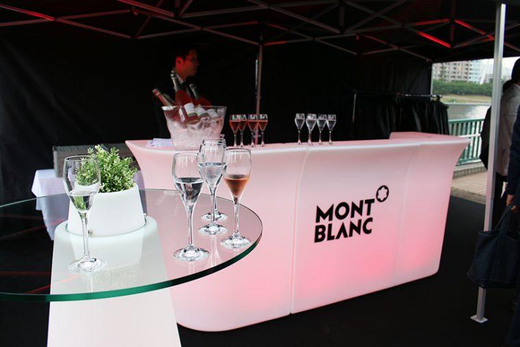 ↑テント内ではシャンパンのサービスも