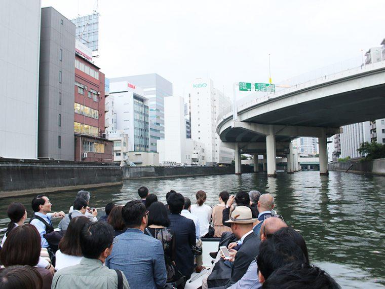 ↑ゆったりと隅田川をクルージング。この時点ではまだ会場の場所はシークレット