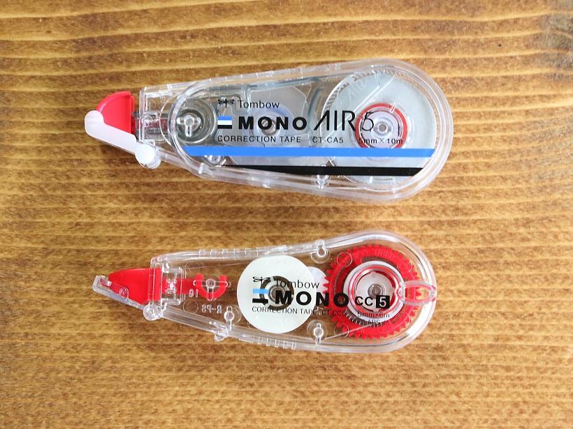 ↑下は同じくトンボ鉛筆のコンパクト型修正テープ。サイズ的にはやはりAIRの方が一回り大きいか