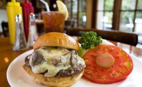 【週末はハンバーガー】高級レストランのような雰囲気でカブりつくのが至福の時ーー五反田「7025 Franklin Ave.」