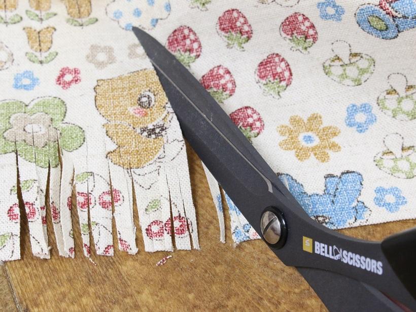 ↑ほぼ紙を切る感覚で布地もカットできる