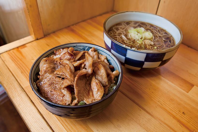 ↑生姜焼き丼セット(660円)。生姜焼きはワインだれに漬けた豚肉の深い味わいが魅力な一品。かけそば付きで量も大満足だ