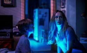 再生回数は驚愕の1.5億回! 世界中で話題の恐怖映像を映画化した『ライト/オフ』が8月27より公開