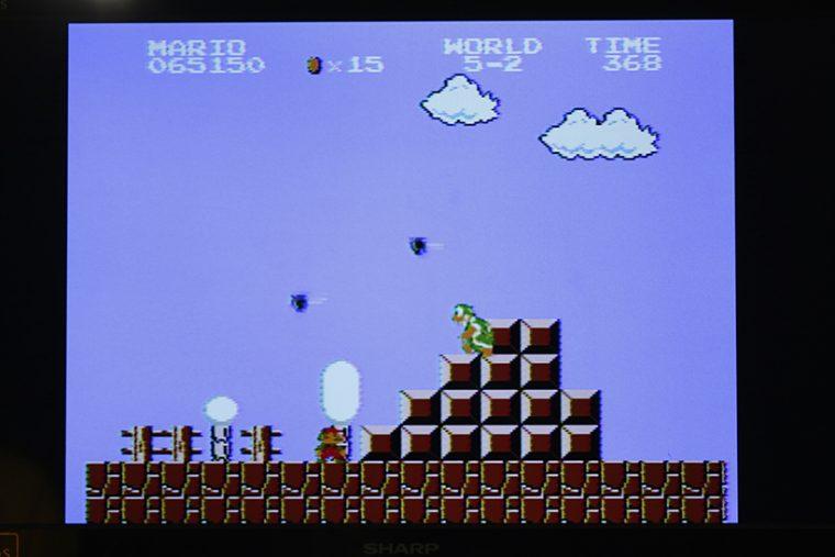 ↑ハンマーブロスの配置がいやらしい5-2。出だしの階段状のブロックに陣取ったハンマーブロスは、上を飛び越えてかわすのも難しい