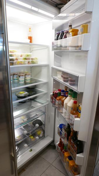 ↑巨大な冷蔵庫にドレッシングとかデリカテッセンとか色々あります(もち無料)。もうココに住んでもいいレベル