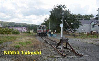 ↑増毛に到着した留萌本線の列車。残念ながら留萌~増毛間は2016年12月で廃止が決まっている