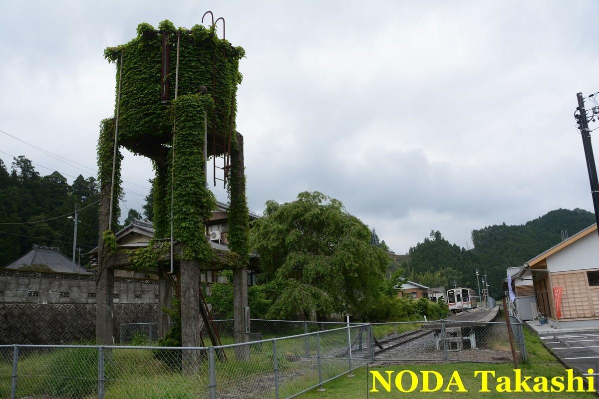 ↑三重県の名松線は6年半ぶりに復旧した。写真は給水塔が残る名松線の終点、伊勢奥津駅