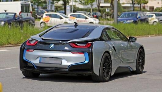 【スクープ】怪しげなリアウインドーに注目! BMW i8に高性能版が出るってホント!?