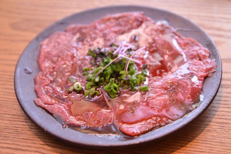 ↑レッドカーペット。馬の尻の部分の赤身をカルパッチョ風に仕立てたメニューで、ねっとりとした食感が特徴です