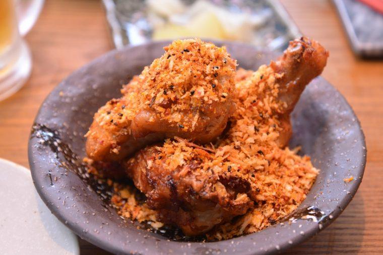 ↑毛沢東スペアリブ風 鶏唐揚げ。湖南料理を代表する一皿(毛沢東が湖南省出身のため、この名がついたそう)がジューシーな手羽元で表現されています。ピリ辛で、サクサクのチップもおいしい!