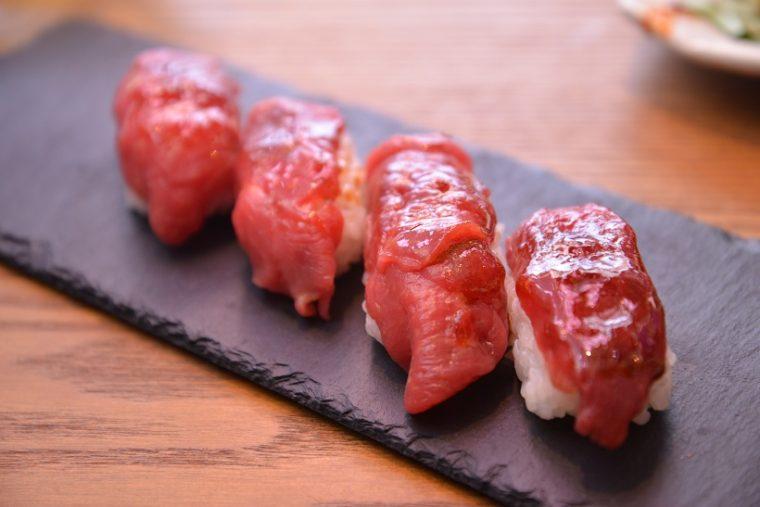↑芯ロース。馬肉の旨味をダイレクトに感じられる寿司で、やわらかい食感です