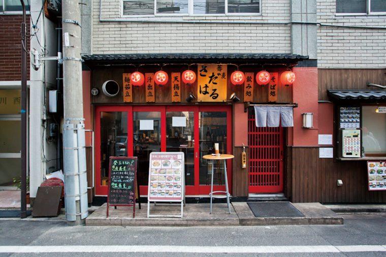 ↑赤い窓枠が印象的な外観。中華料理店と間違える人もいるという