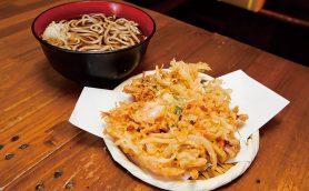 【昼は立ち食いそば】赤字覚悟の巨大かき揚げが大人気の「蕎麦さだはる 西新橋店」