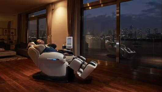 初物づくしのマッサージチェア! 人工知能&IoTで「ルピナス FMC- LPN10000」は何ができる?
