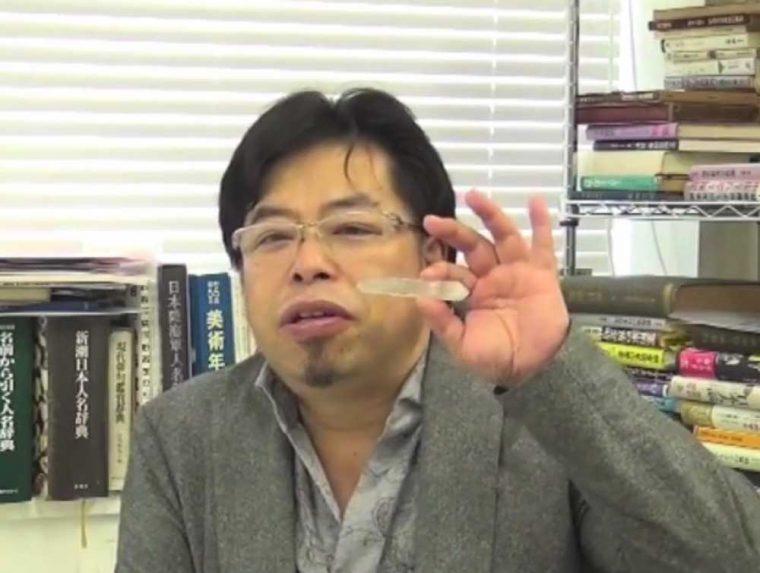 ↑最もすばらしい結果を出した方には、秋山先生秘蔵のWポイント水晶をプレゼント! 締め切りや送り先は、動画でご案内しています(提供=イマジニア株式会社)