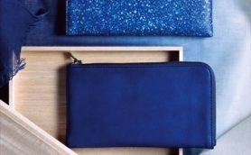 見たこともない青色に染まった薄長財布! 日本最高峰の匠の技が結集し世界が絶賛