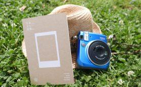 チェキが「結婚式2次会専用カメラ」の時代は終わった! 「写真のない図鑑」でいつも手にチェキを