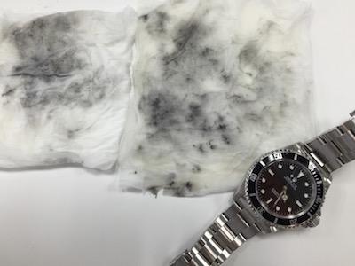 ↑こんなに汚れた時計を着けてる人が近くにいたなんて。。。