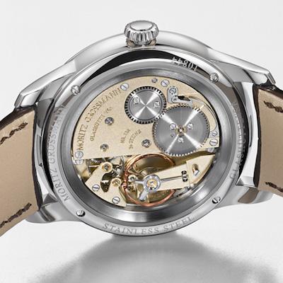 ↑シースルーバックは、美しいムーブメントをあますところなく見られる外装仕様。手巻き時計だと、その醍醐味を存分に楽しむことができます。