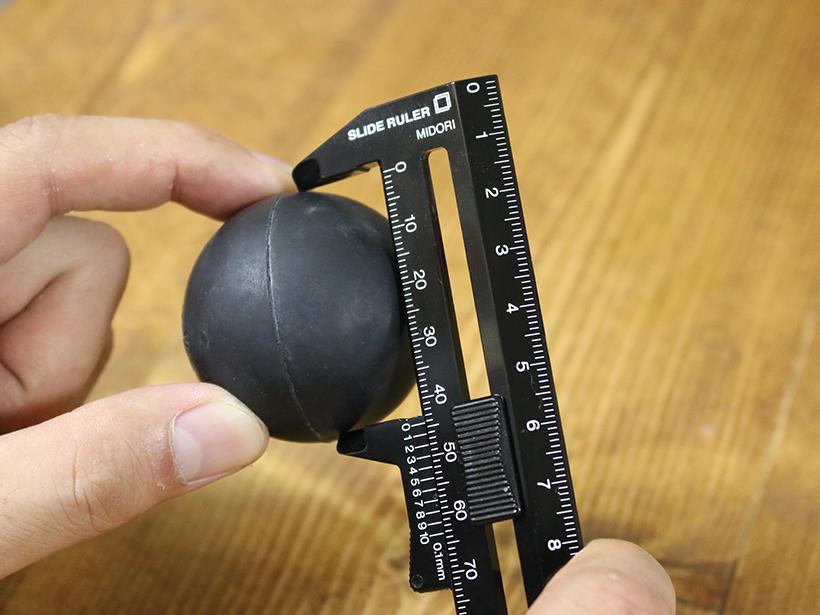 ↑普通の定規ではまず測れない球体もOK