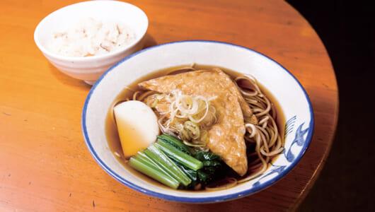 """【昼は立ち食いそば】""""のれん会""""の名にふさわしいハイレベルなそばを提供する浜松町の「満留賀」"""