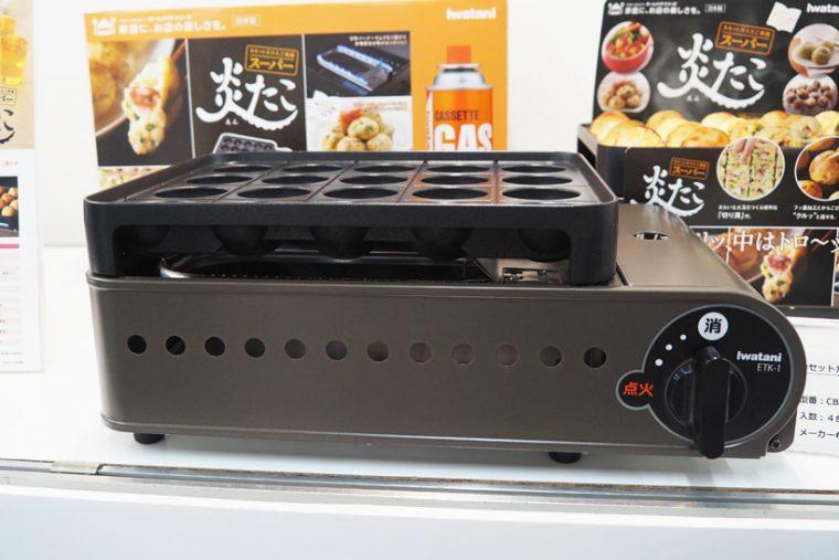 ↑自宅で手軽にたこ焼きが作れる「スーパー 炎たこ CB-ETK-1」。たこ焼きプレートに「切り溝」が付くことで、たこ焼きを焼くのがさらに簡単になりました
