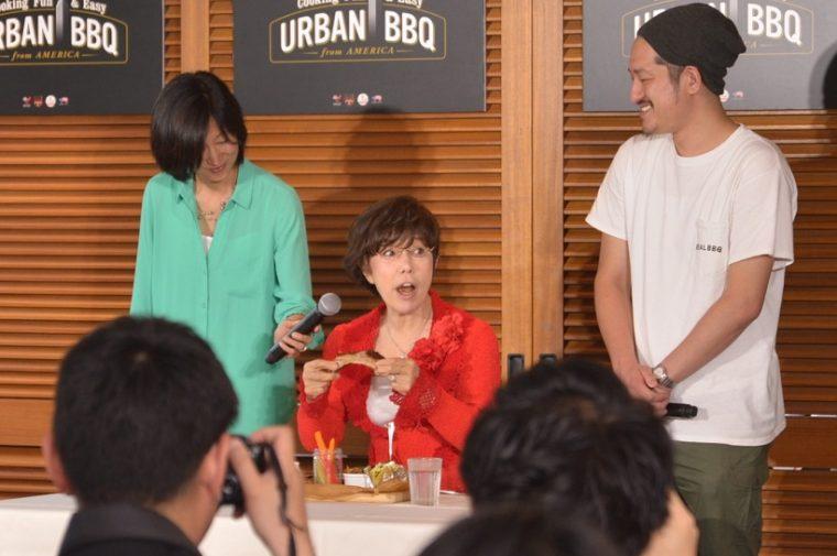 ↑左から、米国食肉輸出連合会の土方多寿子シニアマネージャー、平野レミさん、REALBBQ inkの井川裕介代表。今回の料理を試食して平野さんは「肉がパンのようにやわらかい!」と大感動していました