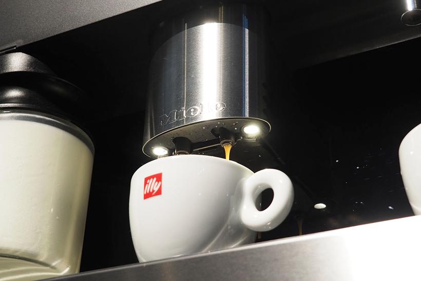 ↑ノズル下部にはLEDが搭載されており、コーヒーが抽出される様子をライティングしてくれるのも参加者からは好評でした