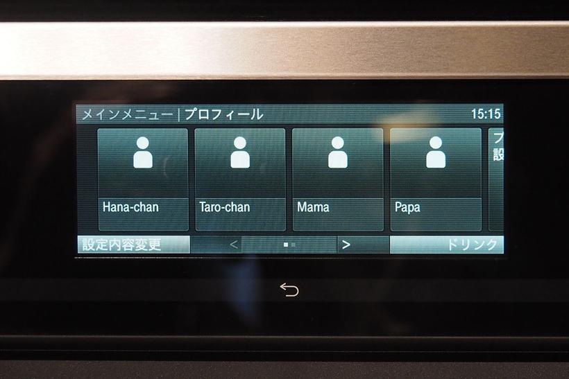 ↑抽出温度や蒸らし時間などは、タッチパネルで変更。また、ユーザーごとに設定を変更することも可能なので「苦味が好きなパパ用」「ミルクたっぷりの子供用」などの使い分けもできます
