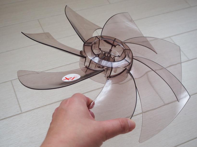 ↑↑計算された7枚羽根の角度と反り具合が、心地よい風と静音性を生み出すといいます