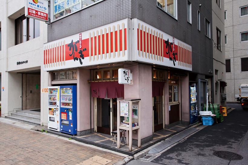 ↑看板のデザインは、店名の由来である「雁木」をイメージ。「雁木」とは新潟で雪よけ用に軒下に作られた屋根付き通路のことだ