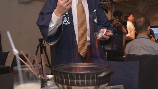 沸騰させた日本酒でしゃぶしゃぶ!? 300年蔵元がオープンした銀座「悠久乃蔵」が斬新すぎる