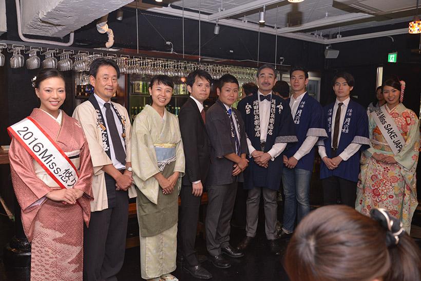 ↑左から4人目が萩原代表取締役