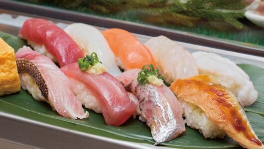 良質ネタが10貫で800円!? 立ち食い寿司ブームの火付け役「魚がし日本一 新橋店」は昼どきが狙い目【立ち食い寿司の名店】