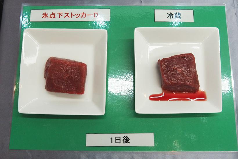 ↑氷点下ストッカーDで保存した肉は、ドリップも出にくい。写真は1日冷蔵したモモ肉だが、冷蔵した肉(右)はドリップがでているのがわかる