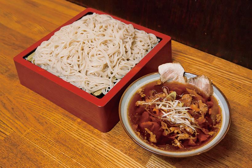 ↑冷やし肉そば(480円)。しっかり味つけされたチャーシューがたっぷり入った「冷し肉そば」はボリューム満点
