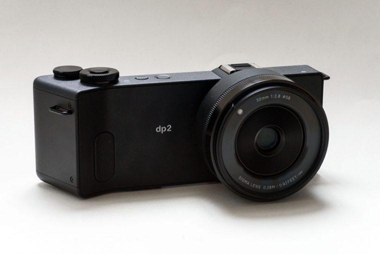 ↑dp2 Quattroは45mm相当 F2.8のレンズを搭載。4機種の中で一番軽量