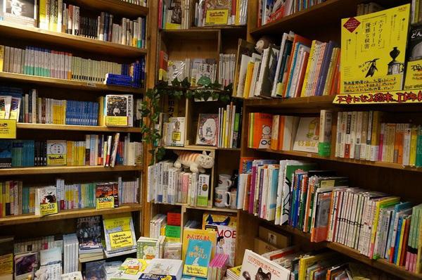 ↑ほかの店舗ではなかなかお目にかかれない書籍も