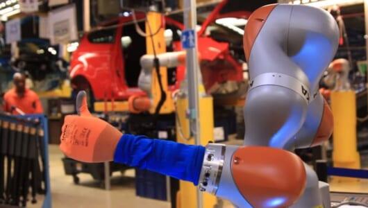 コーヒーまで入れてくれる!? フォードのドイツ工場で働く「腕型ロボット」に驚いた!