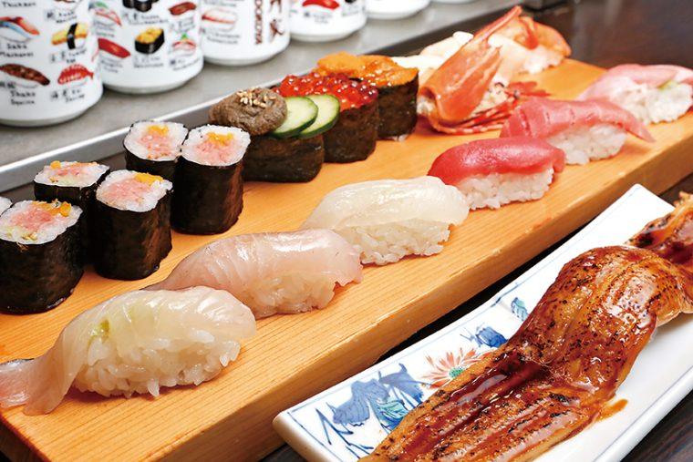 ↑季節の特選にぎり(2592円※) 旬の魚をふんだんに使った豪華な握りのセット。写真は「皐月の特選」で、まぐろの大とろや中とろのほか、ひらめ、しまあじ、一本穴子など14種類が乗っている ※季節によって価格は異なります