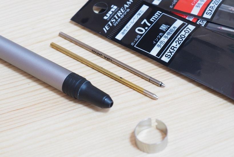 ↑下がスマートボールペンの替え芯、上が三菱鉛筆「ジェットストリーム」の替え芯