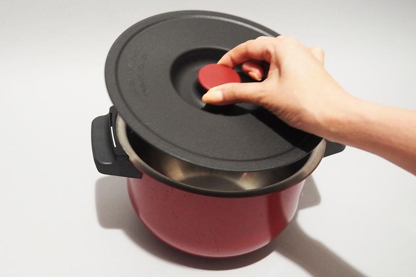 ↑ホットクックには内鍋にピッタリのフタも付属するので、すべての作業をホットクックで調理する場合は出来上がった料理をそのまま冷蔵庫で保存することもできます
