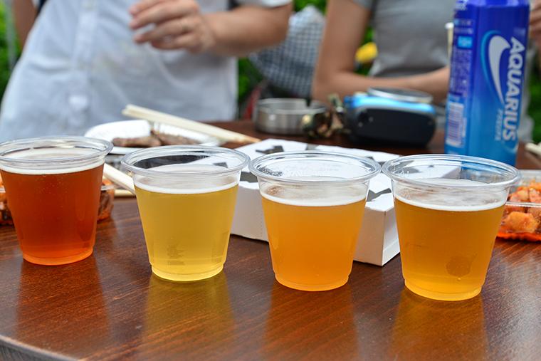↑4種類飲み比べセット(左からライペールエール、ケルシュ、桃エール、クリームエール) ↑4種類飲み比べセット(左からライペールエール、ケルシュ、桃エール、クリームエール) 1000円