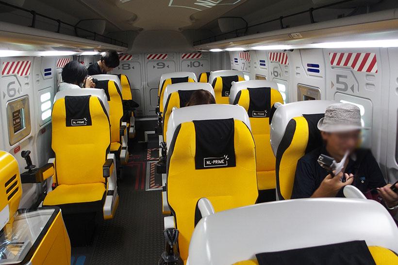 ↑座席は1座席+2座席の3列になっています